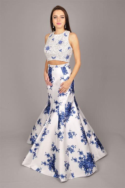 f2a856d3222 Luxusní dvojdílné společenské šaty. Sukně dole do vějířku. Živůtek bohatě  zdobený korálky a kamínky. .Vhodné pro maturantky a náročné  zákaznice.Velikost 40.
